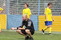 Hrající trenér Vysokého Pole Matěj Kořenek pomáhá i u mládeže Zlína.