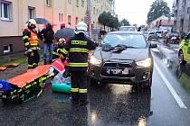 Na přechodu pro chodce v ulici Sokolská ve Zlíně srazil řidič matku a dítě