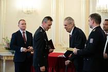 Zlínský policista nadpraporčík Miroslav Slavík byl oceněn Zlatým záchranářským křížem