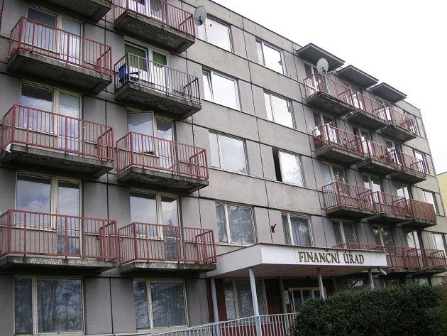 V Otrokovicích žije několik Romů v bytech nad tamním Finančním úřadem. Nepůsobí prý žádné velké problémy