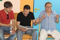 Herci a herečky četli nemocným dětem