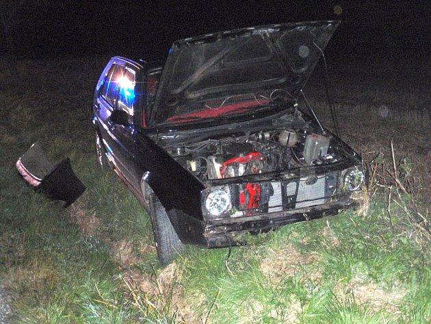 Mezi obcí Pohořelice a Oldřichovice došlo k dopravní nehodě mezi dvěma vozy zn. VW Golf a Š Felicia.