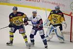 Extraligoví hokejisté Zlína (vš žlutém) v nedělním 26. kole doma hostili mistrovskou Kometu Brno. Na snímku Plekanec před zlínskou bránou.