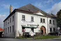 Známá fryštacká budova v centru města je na prodej. Hrubá hospoda hledá nového majitele.