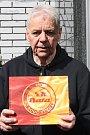 Bývalý atlet a házenkář Arnošt Hošek je autorem publikace připomínající nejdůležitější okamžiky historie zlínského fotbalu.