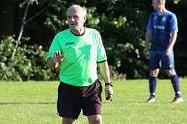 Jednasedmdesátiletý fotbalový rozhodčí Jaroslav Mikeska. Foto: Jan Zahnaš