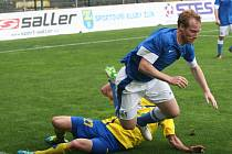 Fotbalisté Zlína (ve žlutém) remizovali doma s Vlašimí 1:1.