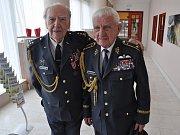 Českobudějovický deník – Příslušníci RAF plukovník Alois Dubec (vlevo) a generál Emil Boček
