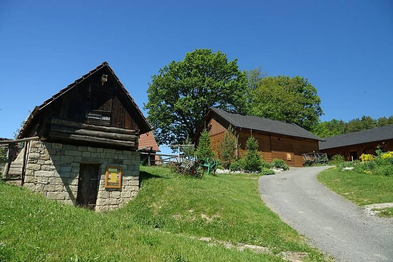 Vysoké Pole, obec v srdci Vizovických vrchů, pod pověstmi opředenou horou Klášťov. Envicentrum