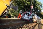 Řidička vjela na přejezd při průjezdu vlaku. Z nehody vyvázla s lehčím zraněním.