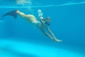 """Plavání v kostýmech přináší dětem radost. """"Potápění, ladnost pohybů, a svalová souhra celého těla. To je plavání mořských panen a delfínů,"""" přiblížila Kateřina Francová."""
