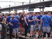 Stovky fanoušků odcestovaly z vlakového nádraží v Otrokovicích