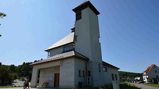 Na snímku z 10. srpna 2021 kostel Panny Marie Karmelské.