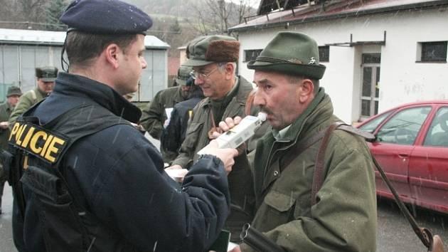 Policie kontroluje lovce