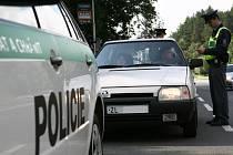 Zda řidiči používají bezpečnostní pásy, včera kontrolovali zlínští policisté v rámci akce Poutám se, tedy žiju.