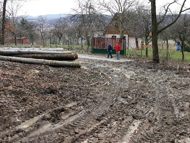 Lesy nad Zlínem připomínají tankodorom