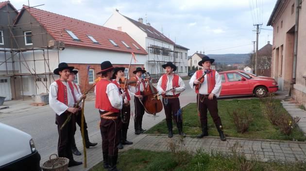 6ae65a627af Velikonoce ve Fryštáku oslavili i členové Valašského souboru Kašava ...