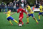 Fotbalisté ligového Zlína (ve žlutých dresech) zvládli 3. kolo MOL Cupu, když divizní Slavičín vyprášili 9:3. F