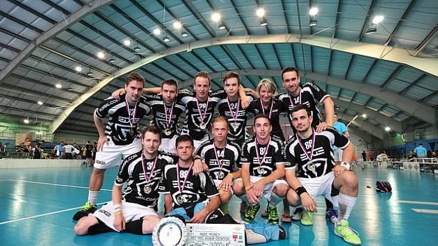 Vítěz florbalového turnaje v Rožnově pod Radhoštěm Hornetˇs Cup 2018 brněnského družstva The Edge.