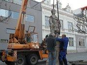Náměstí Míru je bez soch. Sv. Donát a sv. Florián potřebují opravu