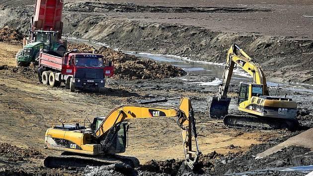 Čištění luhačovické přehrady