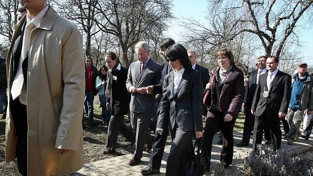 Britský korunní princ Charles v pondělí 22. března navštívil obec Hostětín na Uherskohradišťsku. Obec je známá kvůli svým ekologickým aktivitám.