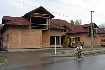Rozestavěná multifunkční budova v Zádveřicích-Rakové