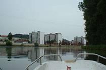 Cesta lodí ze Spoytihněvi do Otrokovic a zpět trvala i s instruktáží necelé čtyři hodiny.