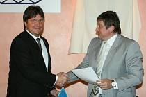Stavební firma PSG stojí v čele zlínského hokeje. Místopředseda představenstva stavební společnosti PSG Juraj Surovič a prezident hokejového klubu Martin Janečka.