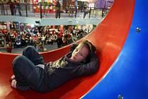 Bezmála dvacet různých atrakcí nabízí nově otevřené zábavní centrum ve zlínské čtvrti Vršava.