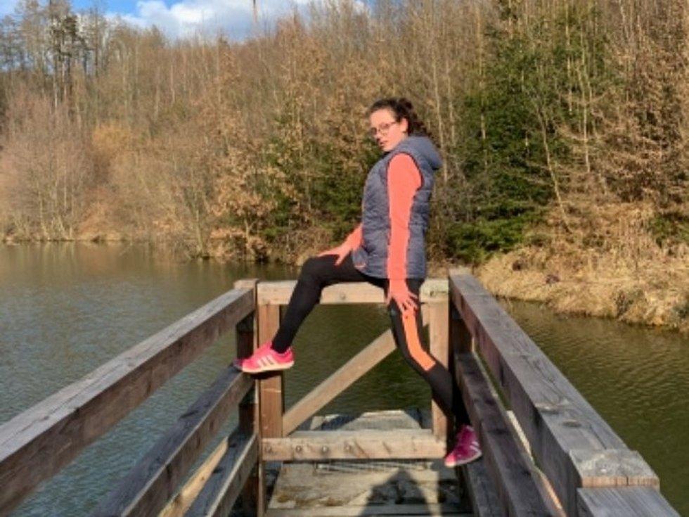 Kampaň Pomáháme pohybem aneb Strava nejen pro puštíka spustila na pomoc zlínské zoo Obchodní akademie Tomáše Bati ve Zlíně. Zúčastnila se jí také studentka Lucie Dreslerová.