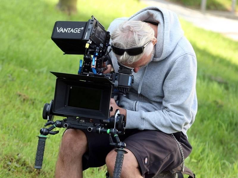 """Natáčení filmu """"Domácí péče"""" na hřbitově v Napajedlích."""