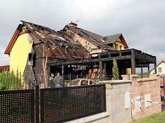 Devatenáctiletý mladík přiznal, že založil pondělní požár ve Hvozdné