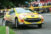 Účastníci 40. ročníku Barum Czech Rally Zlín měli v pátek dopoledne možnost doladit si svůj vůz na testovací rychlostní zkoušce (shakedown) na trati mezi Komárovem a Pohořelicemi.