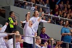 Vyloučená česká házenkářka Kamila Kordovská prožívala zbytek utkání s Rumunskem velmi emotivně.