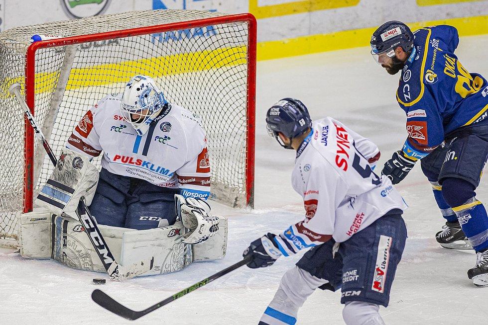 Hokejisté Zlína (v modrém) v úterý večer na Zimním stadionu Luďka Čajky vyzvali Bílé Tygry z Liberce. Foto: pro Deník/Jiří Zaňát