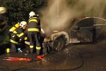 Problémy s chodem motoru vyústily až požárem osobního auta zn. BMW 745d