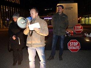 Demonstrace proti totalitě na nám. TGM ve Zlíně