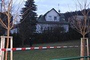 Ve Zlíně na Podhoří zasahovali kriminalisté. V jednom z domů v ulici A. Randýskové nalezli tři mrtvá lidské těla.