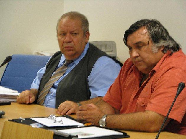 Jiří Cochlar (vpravo) má strávit šest let ve vězení za úvěrový podvod.