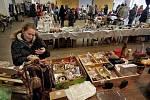 Knížky, gramodesky, oblečení, obuv, bižuterie, ale také starožitnosti, retro věci, grafické lístky nebo doplňky módní návrhářky. To vše bylo k mání na 1. zlínském dobročinném bazaru.
