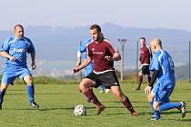 Fotbalisté Jaroslavic (tmavé dresy) porazili Veselou 5:1.