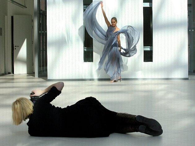 Taťána Kuchařová dva dny pózovala v Univerzitním centru přední módní fotografce Lucii Robinson.