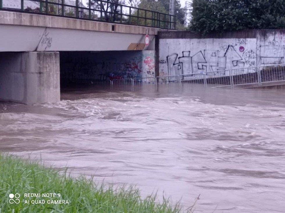 Ve Zlínském kraji stoupají hladiny řek. V Otrokovicích je na maximu Dřevnice.
