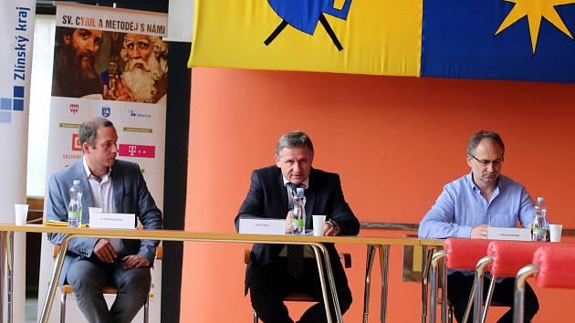 Tisková konference Dny lidí dobré vůle na Velehradě. Krajský úřad ve Zlíně.