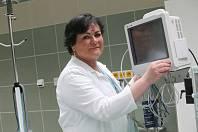 Zdravotní sestra Bohumila Vojtová z KNTB ve Zlíně.