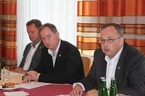 Tisková konference STAN, Petr Žůrek (vpravo)