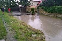 Sobotní prudký déšť škodil i v Bělově.