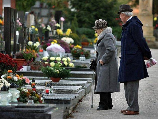 V pátek 29. října odpoledne prakticky začal exponovaný víkend spojený s návštěvou hřbitovů a připomínkou zesnulých.