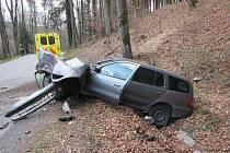 Řidič na Zlínsku převrátil svůj vůz do příkopy.